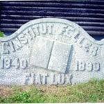 Une pierre de l'ancien Institut Feller (photo récente)
