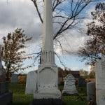 Monument dédié à la mémoire de Mme Feller au cimetière protestant de St-Blaise-sur-Richelieu, non loin derrière l'emplacement de l'ancien Institut Feller.